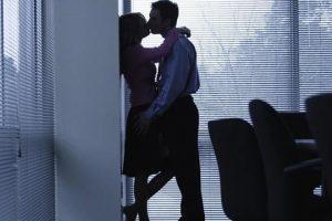 Bắt quả tang vợ ngoại tình, phản ứng của người chồng?