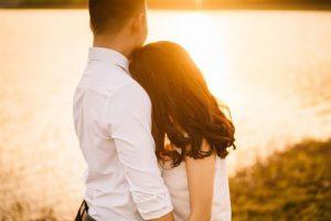Vợ chồng giận nhau ai nên làm lành trước? Làm lành thế nào?