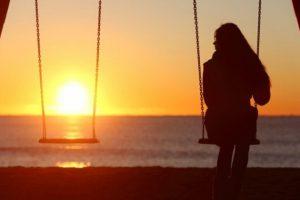 Làm gì khi chồng đi công tác xa nhà để vợ chồng luôn gắn kết?
