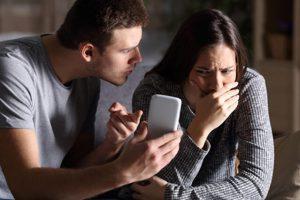 3 Dấu hiệu phát hiện vợ ngoại tình qua tin nhắn chính xác