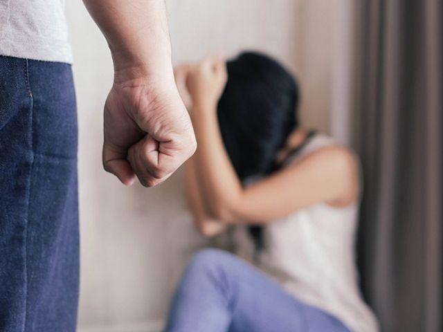 Phải làm gì khi bị chồng đánh