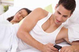 Nên làm gì khi chồng nhắn tin với người yêu cũ?